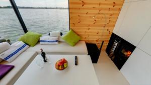 HT Houseboats Domki